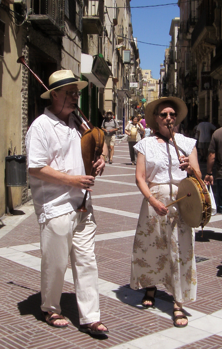 Playing English Bagpipes, with Gillian Guest on Pipe and Tabor, at the Firasac festival in Vilanova i la Geltrú, Catalunya